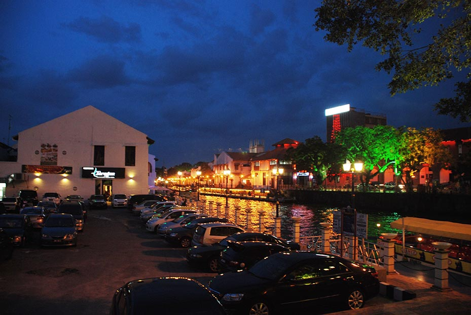 Dinner by the canal at Malacca