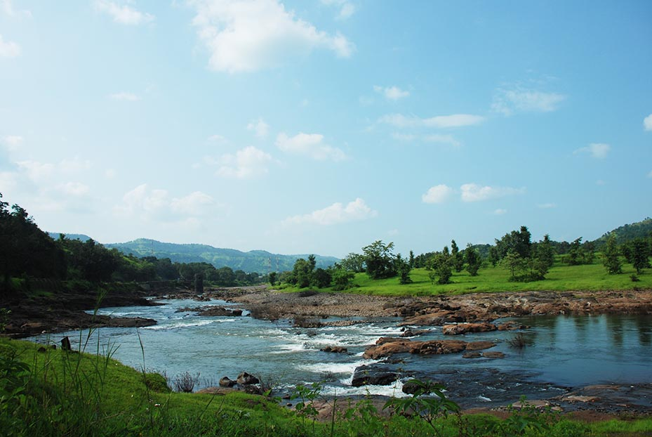 The drive back towards Goa Highway follows a beautiful stream in some stretches