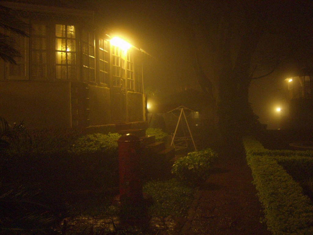 Prospect Hotel looks cinematic in the foggy night of Panchgani