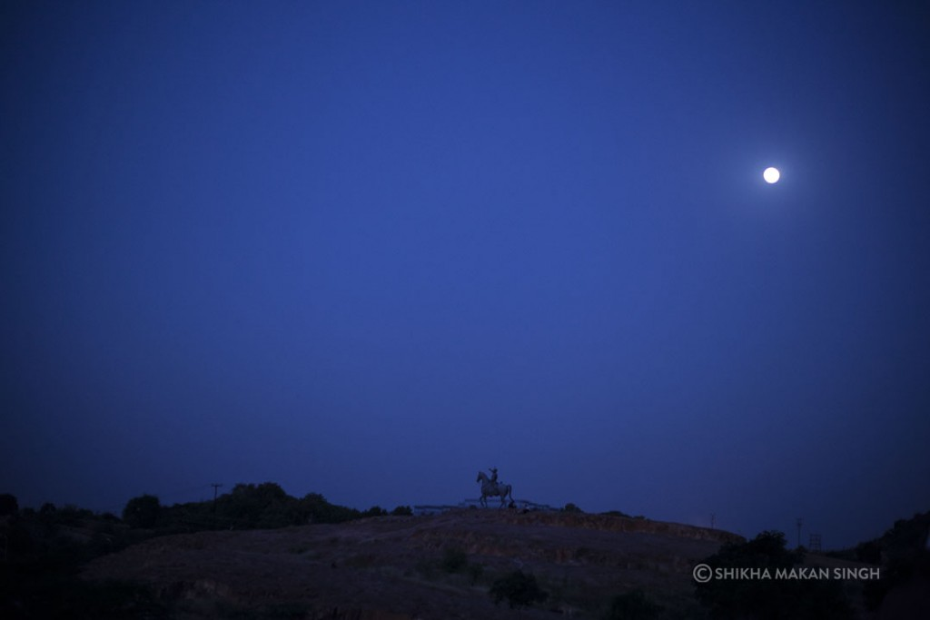 The statue of lone Rajput warrior under the full moon, makes you travel back in time.