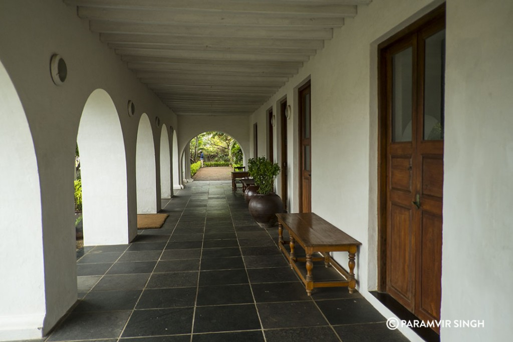 Neemrana Hotels in Tranquibar : Corridor of Bungalow On The Beach