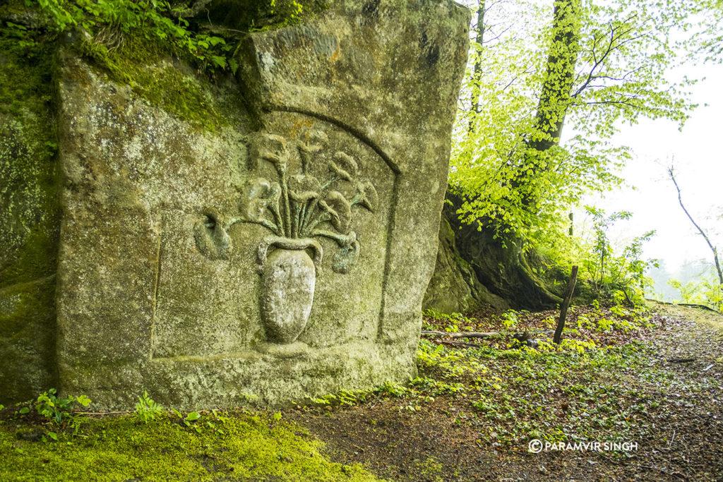 Rock carving of flower vase in Safenwil